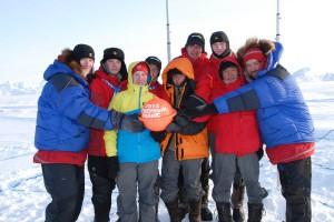 На полюсе участники экспедиции оставили контейнер с письмом в будущее