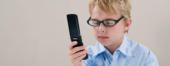 Мировой моде на ограничение использования мобильных телефонов в детских лагерях уже лет десять