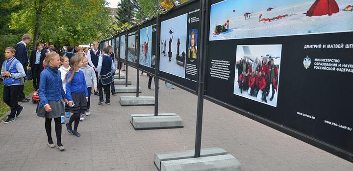 В теплую пятницу в Первомайский сквер Новосибирска пришло много горожан