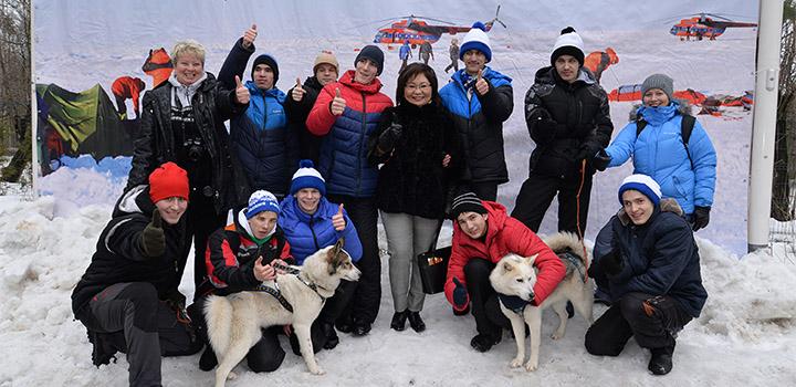 Фото на «Северном полюсе» вместе с замруководителя ДТСЗН Еленой Утуновой (в центре).