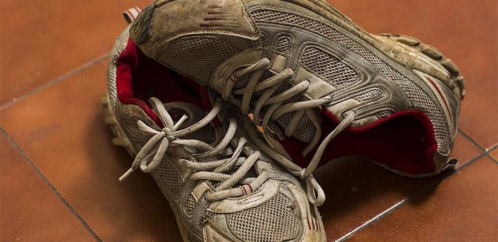 Только бы не признаваться, что забыл вымыть кроссовки.