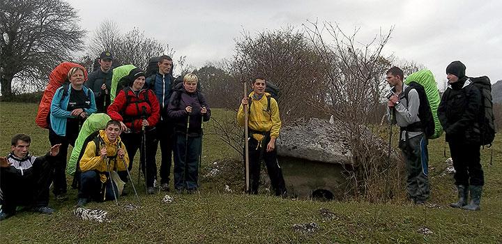 Команда ПНИ № 11 изучает дольмены в краснодарском «Большом Приключении».