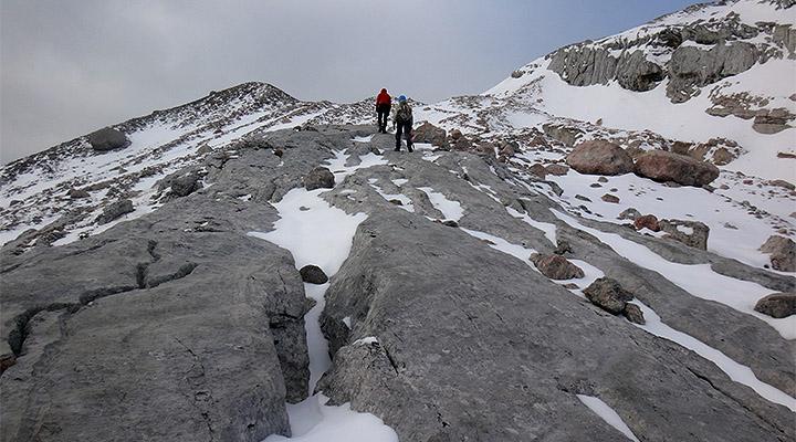 Вперед и вверх! Подъем к леднику по коралловому плато.