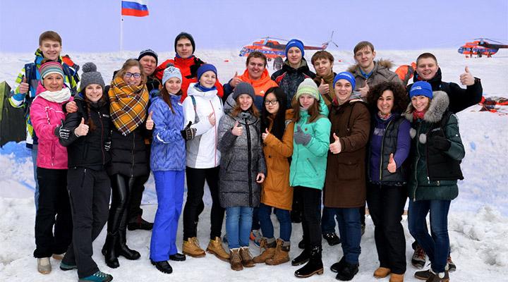 Волонтеры «Лаборатории путешествий», работавшие в программе «По пути с хаски».