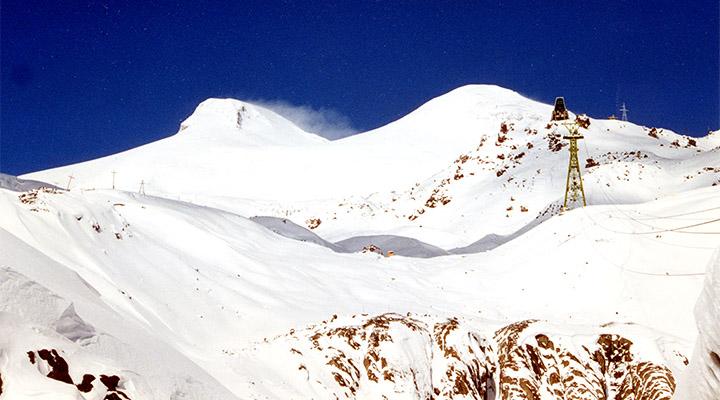 Эльбрус. Южный склон и две вершины.