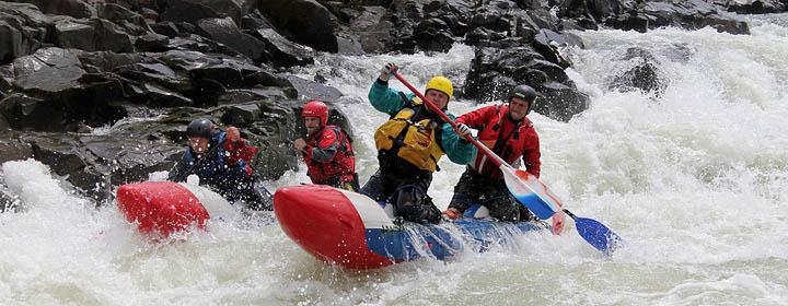 Река требует внимания и выверенной техники слалома