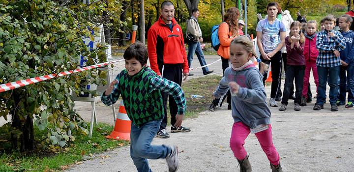 На празднике в Сокольниках ребята могли проверить свою быстроту и силу