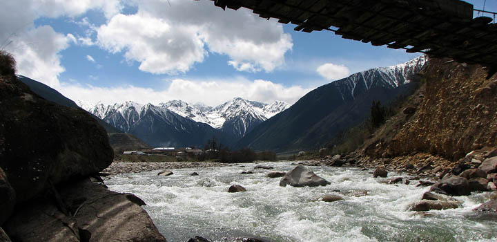 Алтай или Кавказ? Туда туристу податься...