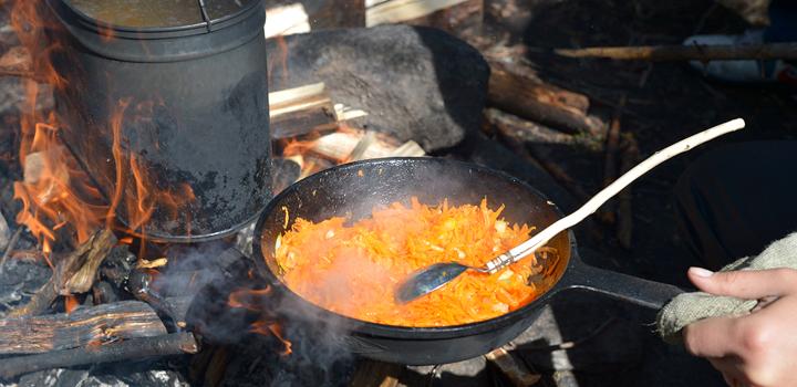 Ребенок научился готовить суп! Правда, только сразу на 12 человек.
