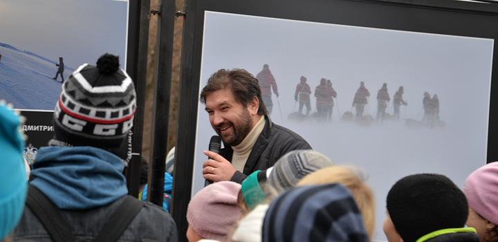 Первую экскурсию по выставке провел Матвей Шпаро.