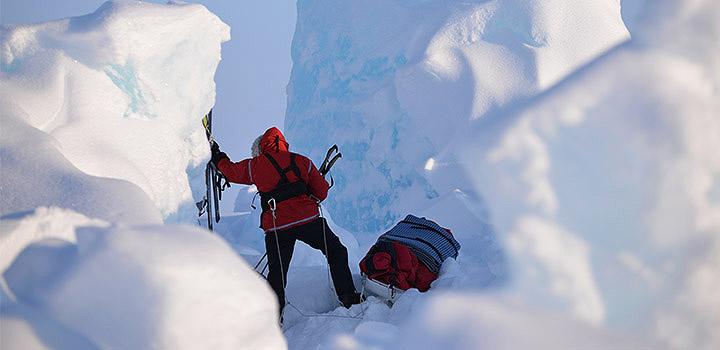 Дрейфующий лед вовсе не гладкий каток.
