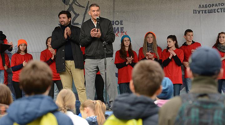 Матвей и Дмитрий Шпаро открывают праздник юных путешественников