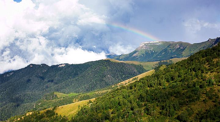 Может быть именно за такой радугой мы ходим в горы?