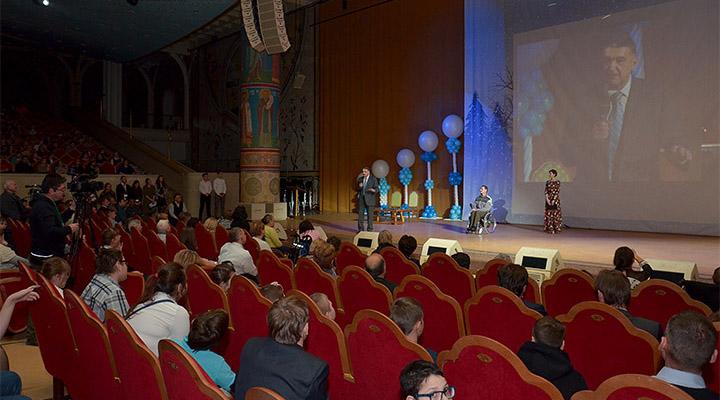 Приглашения на вечер получили 1300 москвичей с ограничениями возможностей здоровья.