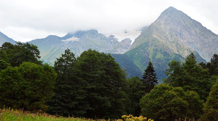 Далекие туманные горы.
