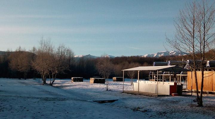 Детский лагерь с видом на горы