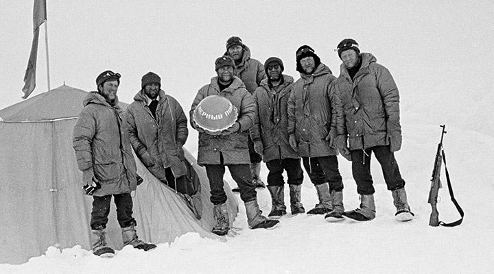 31 мая 1979 года. Слева направо:: Владимир Леденев, Дмитрий Шпаро, Василий Шишкарев, Владимир Рахманов, Юрий Хмелевский, Вадим Давыдов, Анатолий Мельников.