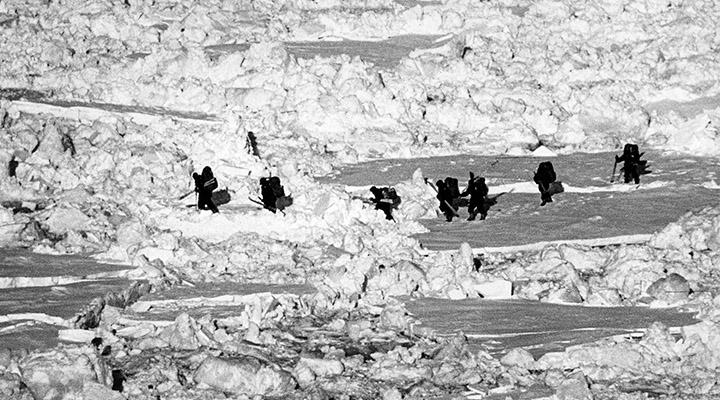 Первые шаги к полюсу. Лабиринт торосов на льду у острова Генриетты.
