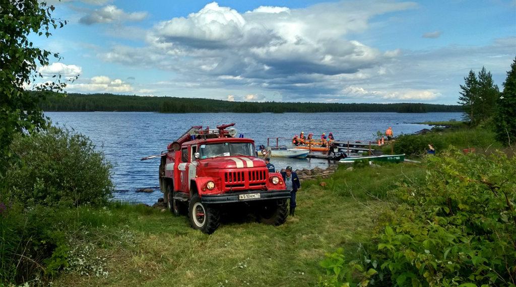 Тренировка пожарной команды из пос. Ледмозеро на поляне «Большого Приключения»