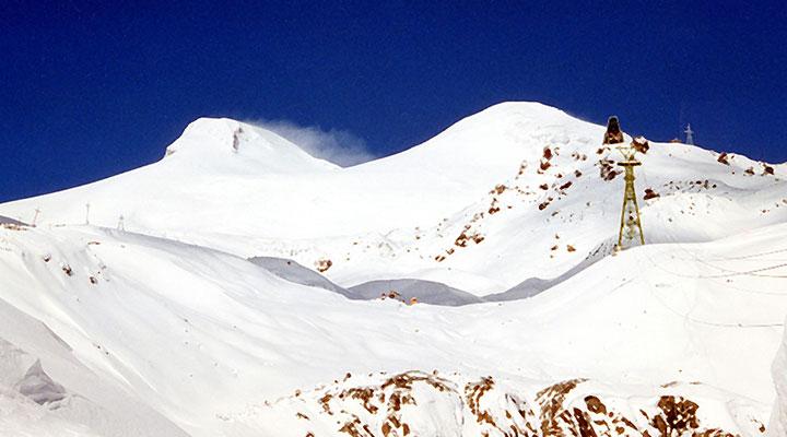 Участники экспедиции увидят Эльбрус буквально с расстояния вытянутой руки.